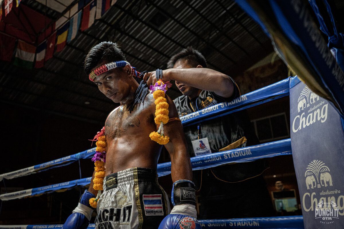 Wai Kru and the Mongkon in Muay Thai